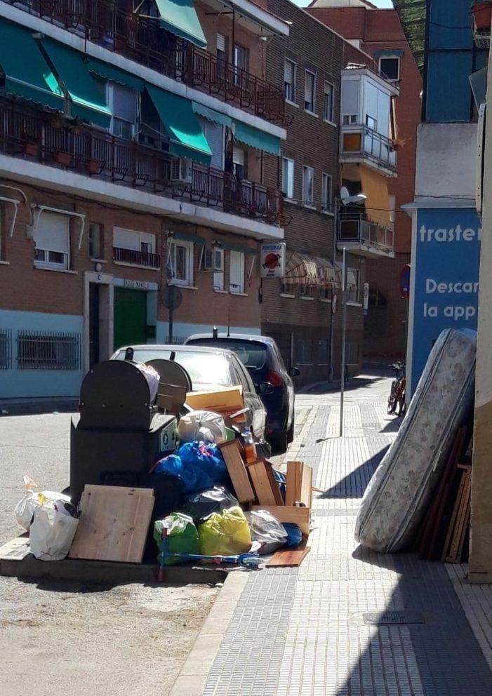 """""""Mucho ruido y pocas nueces"""" en la limpieza de Majadahonda: los contenedores atascados por mala gestión"""
