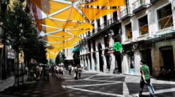 """Una vecina de Majadahonda sugiere """"parasoles y toldos para las calles más concurridas"""""""