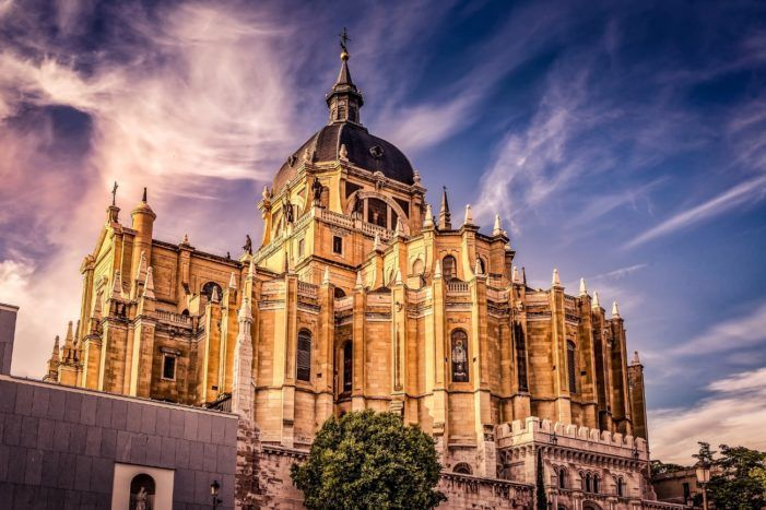 El repunte de casos de Covid 19 dificulta el acceso a los templos religiosos en Madrid