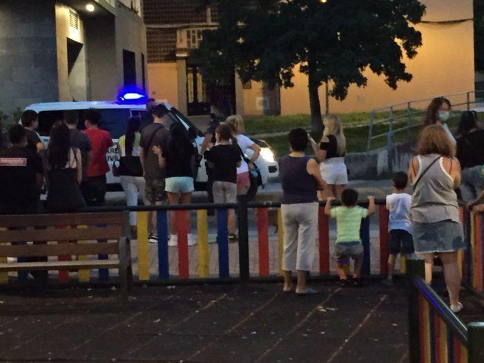 """Guardia Civil Majadahonda detiene a jóvenes sin mascarilla fumando """"porros"""" y haciendo botellón"""