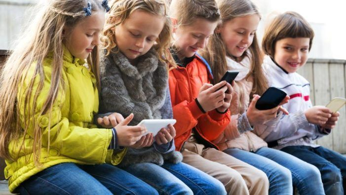 """Educación y Medios de Comunicación: que es la """"alfabetización mediática"""" y por qué es importante"""