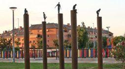 """La escultora de Las Rozas y Majadahonda Marta Luengo crea """"Campo de las decisiones"""" sobre las víctimas del Covid"""