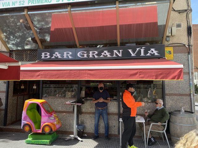 Asaltan el bar Gran Vía de Majadahonda y a un ladrón se le cae la capucha dentro