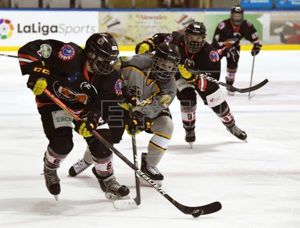 La Federación de Patinaje afirma que la Comunidad de Madrid ha rectificado y permite el hockey hielo sin mascarilla
