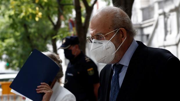 El juez Valdés (Majadahonda) dimitió del Constitucional por sugerencia de su presidente aunque la ley le permitía seguir aún condenado