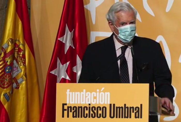 Fallos de audio y escasas citas a Majadahonda en la entrega del Premio Umbral a Vargas Llosa