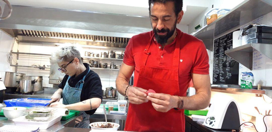 Samy Alí, el chef de Majadahonda con estrella Michelín que triunfa en el Mercado de Antón Martín