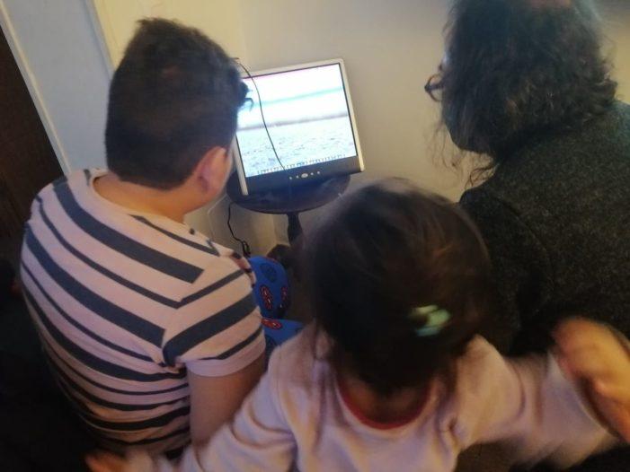 Una ONG entrega ordenadores escolares a niños sin acceso en Las Rozas, Majadahonda, Villalba, Galapagar y El Escorial