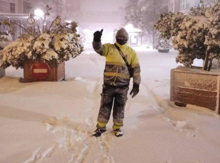 La nevada aflora dos actos humanitarios en Majadahonda y Villanueva del Pardillo y la abnegada labor de los empleados de limpieza