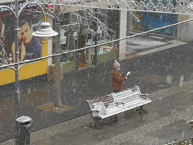 Los vecinos recogen en fotografías la primera nevada del año 2021 en Majadahonda