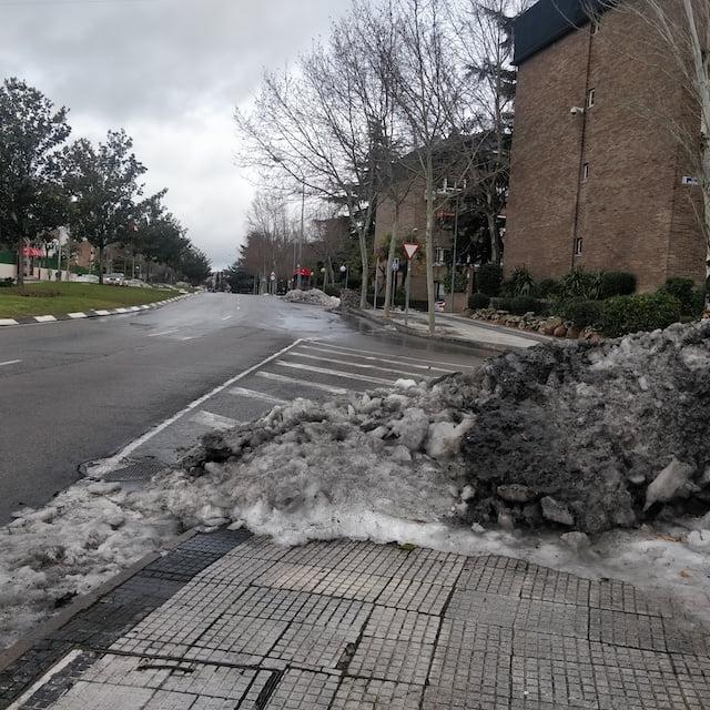 Lectores Majadahonda: nieve en las aceras, anacronismo tecnológico, basura, árboles destruidos y maltrato en ventanilla municipal