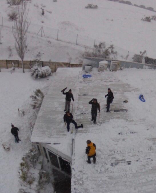 La nevada en Majadahonda deja heroicos gestos de vecinos, niños, voluntarios, comercios y empleados públicos