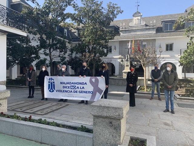 """Vox se desmarca de la """"doctrina Abascal"""" en Majadahonda y condena la """"violencia de género"""" que niegan Vox Madrid, Pozuelo y Las Rozas"""