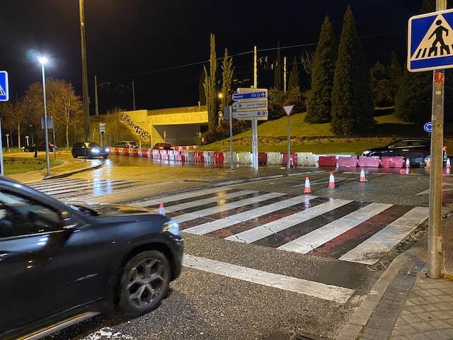 """Los vecinos piden al Ayuntamiento de Majadahonda que garantice la seguridad de trenes y buses en la rotonda del """"socavón"""""""