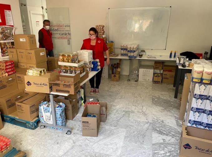 54 familias y 186 personas de Majadahonda y Las Rozas reciben 4.000 kilos de alimentos de Cruz Roja