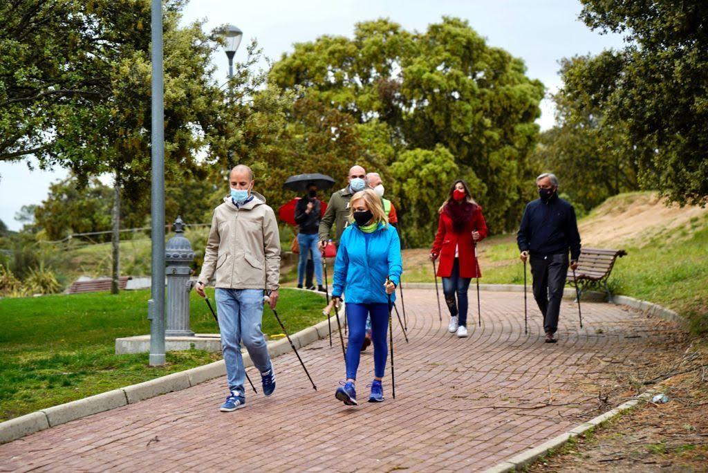 """Un """"Nordic Walk"""" municipal para la presidenta de los empresarios de Majadahonda y la explotación comercial del Monte del Pilar"""