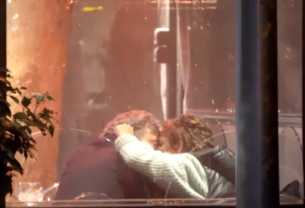 """Sonsoles Ónega """"cazada"""" de """"morritos"""" con su amor de Majadahonda: el vídeo"""