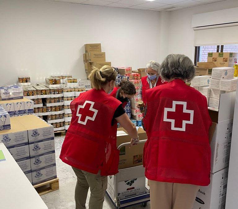 Cruz Roja reparte 7.000 kilos de comida para familias desfavorecidas de Majadahonda y Las Rozas: 235 personas, 15 niños